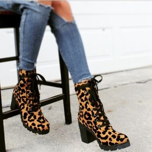 🚨END OF SUMMER SALE// Boots leopard lace up